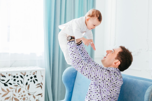 3 Persepsi yang Keliru Tentang Ibu/Ayah Rumah Tangga