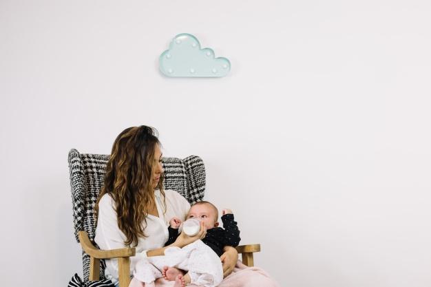 14 Tips untuk Memberikan ASI ke Bayi Lewat Gelas