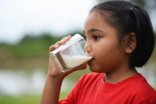 Minum Susu UHT Penting untuk Tumbuh Kembang Anak
