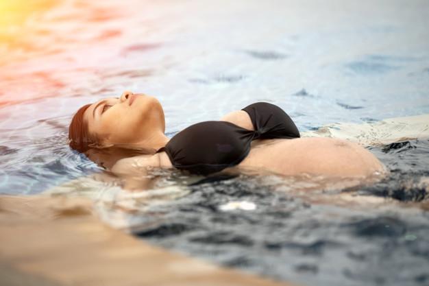 Olahraga Berenang Baik untuk Ibu Hamil, Ini 5 Manfaatnya