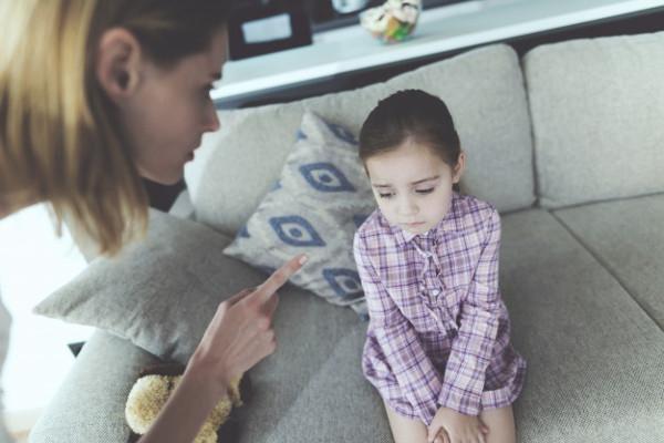 Apakah Anda Terlalu Keras pada Anak? Ini Tanda-Tandanya