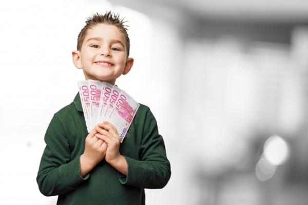 Bolehkah Memberi Anak Hadiah Uang Karena Prestasinya?