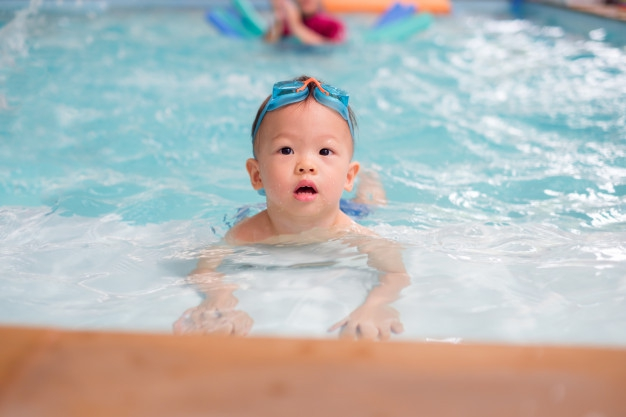 Rekomendasi Tempat Belajar Berenang untuk Bayi Anda