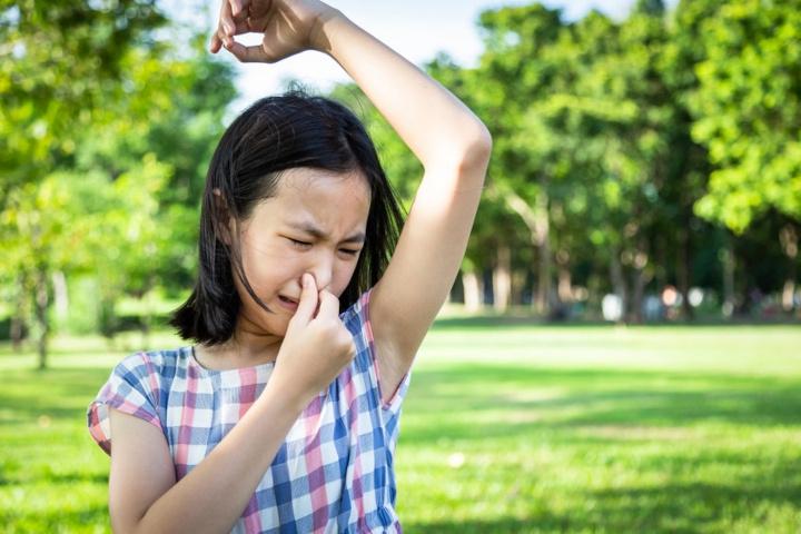 Anak Praremaja Sering Bau Badan, Ini Bahan Alami untuk Mengusirnya
