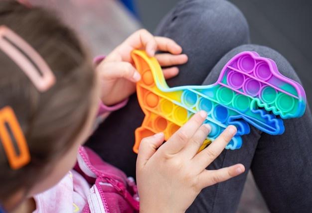 Bukan Mainan Biasa, Ini Manfaat dari Pop It! Fidget Toy buat Anak