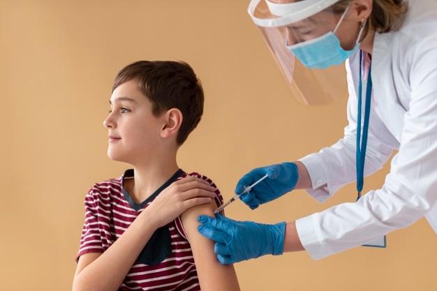 Belajar Tatap Muka, Ini Panduan Imunisasi Anak Sekolah dari Dokter Anak