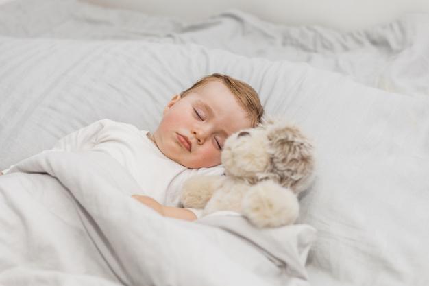 Moms, Ini Tahapan Perkembangan Tidur pada Bayi