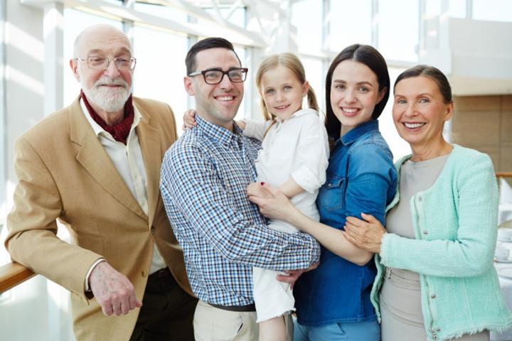 Ini 5 Tipe Perilaku Kakek dan Nenek Terhadap Cucunya