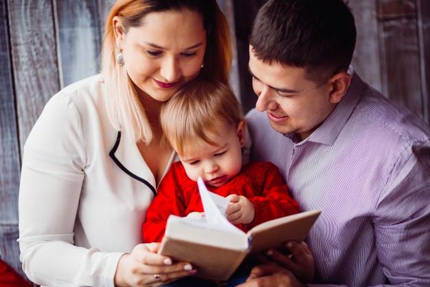 7 Cara Mengajari Anak Suka Membaca