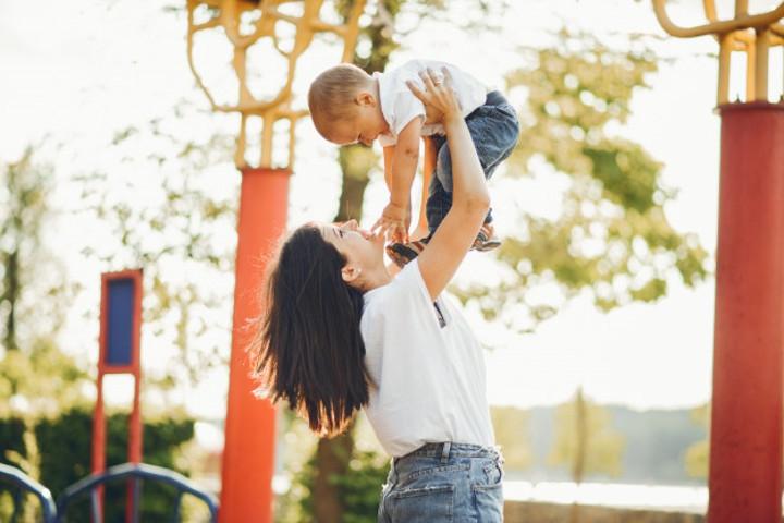 Shaken Baby Syndrome Bisa Dicegah! Begini Caranya, Moms