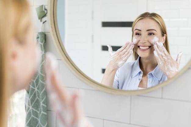 Rekomendasi Sabun Pencuci Wajah untuk Kulit Berminyak