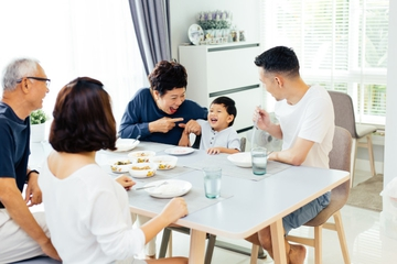 Menciptakan Momen Makan Bersama Menyenangkan buat si Kecil
