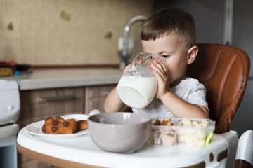 Anak Susah Minum Susu, Ini Cara Mudah Bikin Ia Menyukai Susu