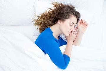 Hindari! Tidur dengan Rambut Basah Tidak Baik untuk Kesehatan