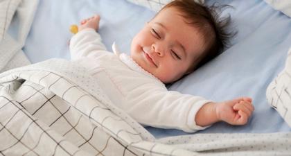 Yuk, Ketahui Karakter Bayi Berdasarkan Gaya Tidurnya