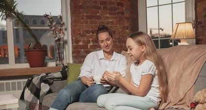 Moms, Ini Tips untuk Menjadi Pendengar yang Baik buat Anak